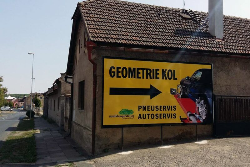 polep billboardu velkoformátová reklama