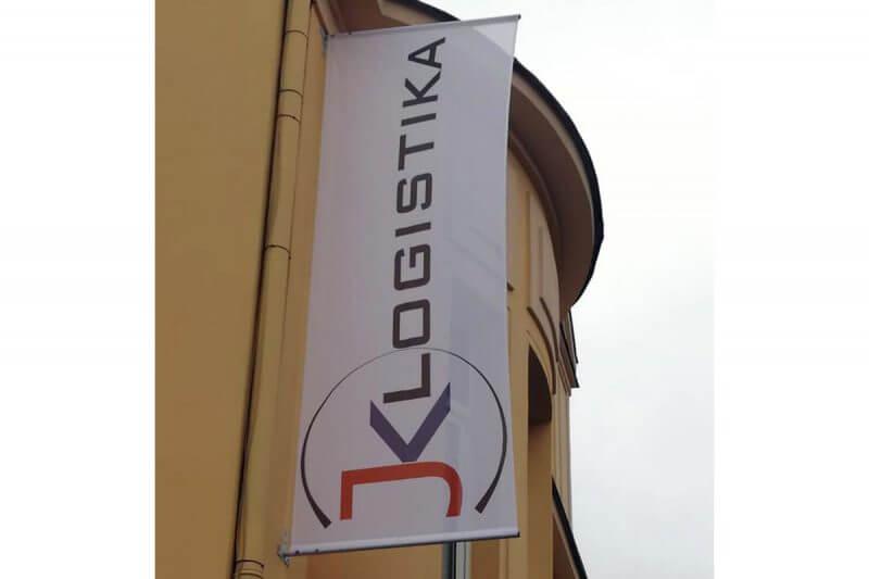 specialni banner vlajka zavěšený poutač